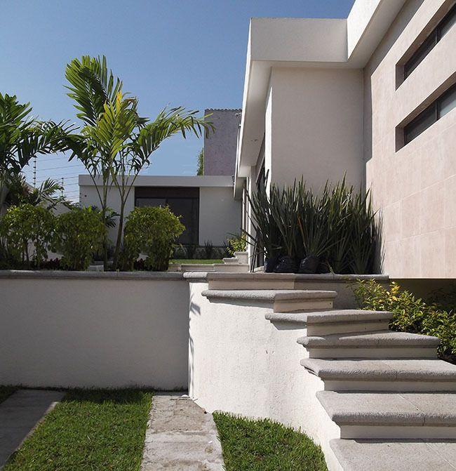 Las escaleras de acceso en olimpo ii cuernavaca for Jardines de olimpo