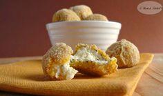 Ricetta delle polpette di formaggio, perfette come finger food. Dei bocconcini croccanti con un ripieno morbido e dal sapore delicato.
