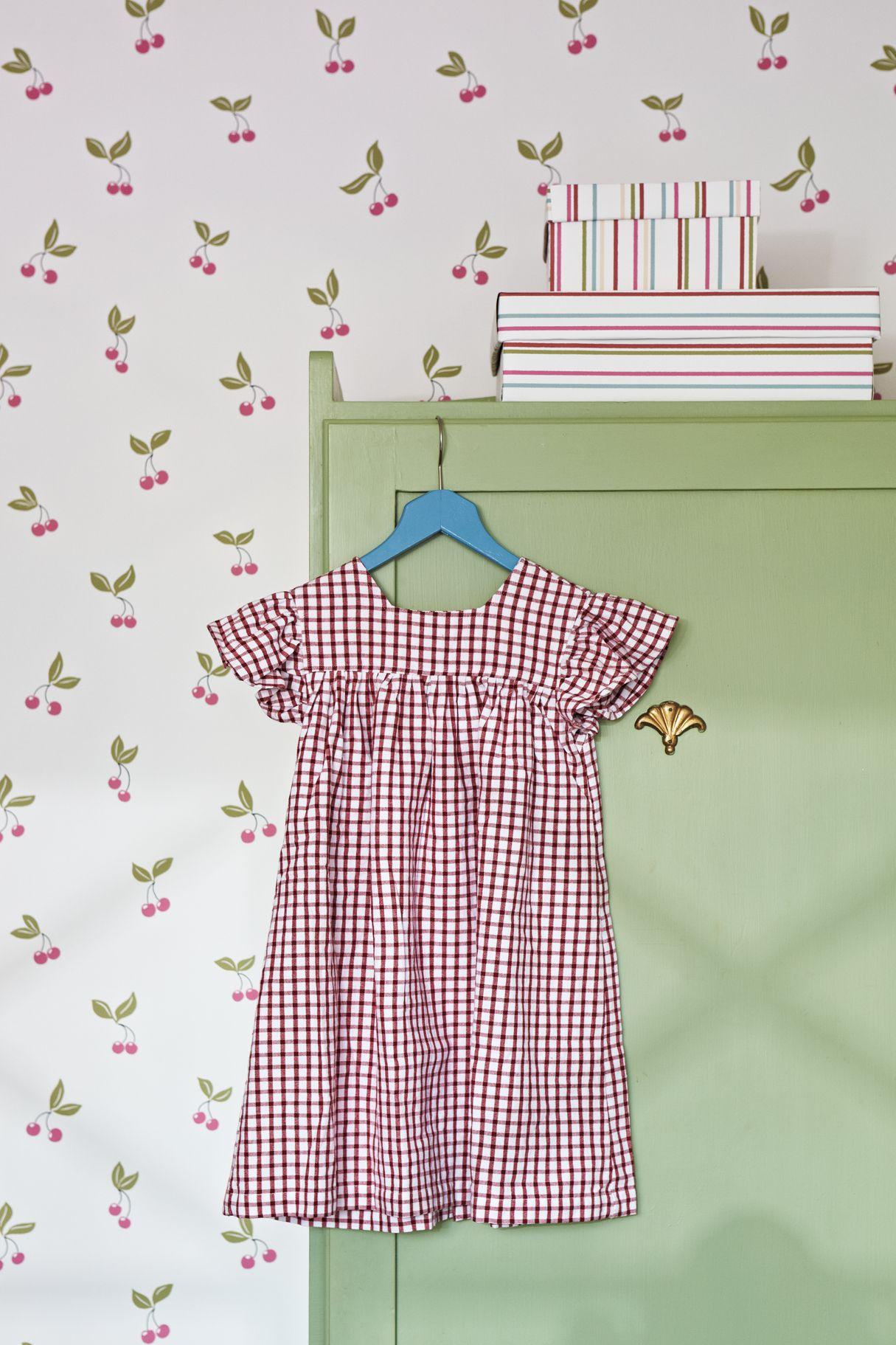 kinderzimmer lilleby 2655 vlies tapete mit kirschen in rot und gr n auf altwei home style. Black Bedroom Furniture Sets. Home Design Ideas