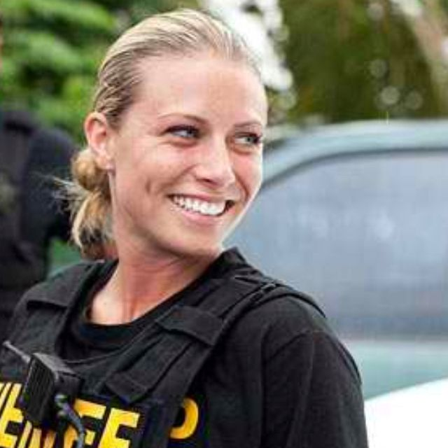 """Video Broward County Police Officers Uninterested: Andrea From """"Police Women"""" Is Beautiful!"""