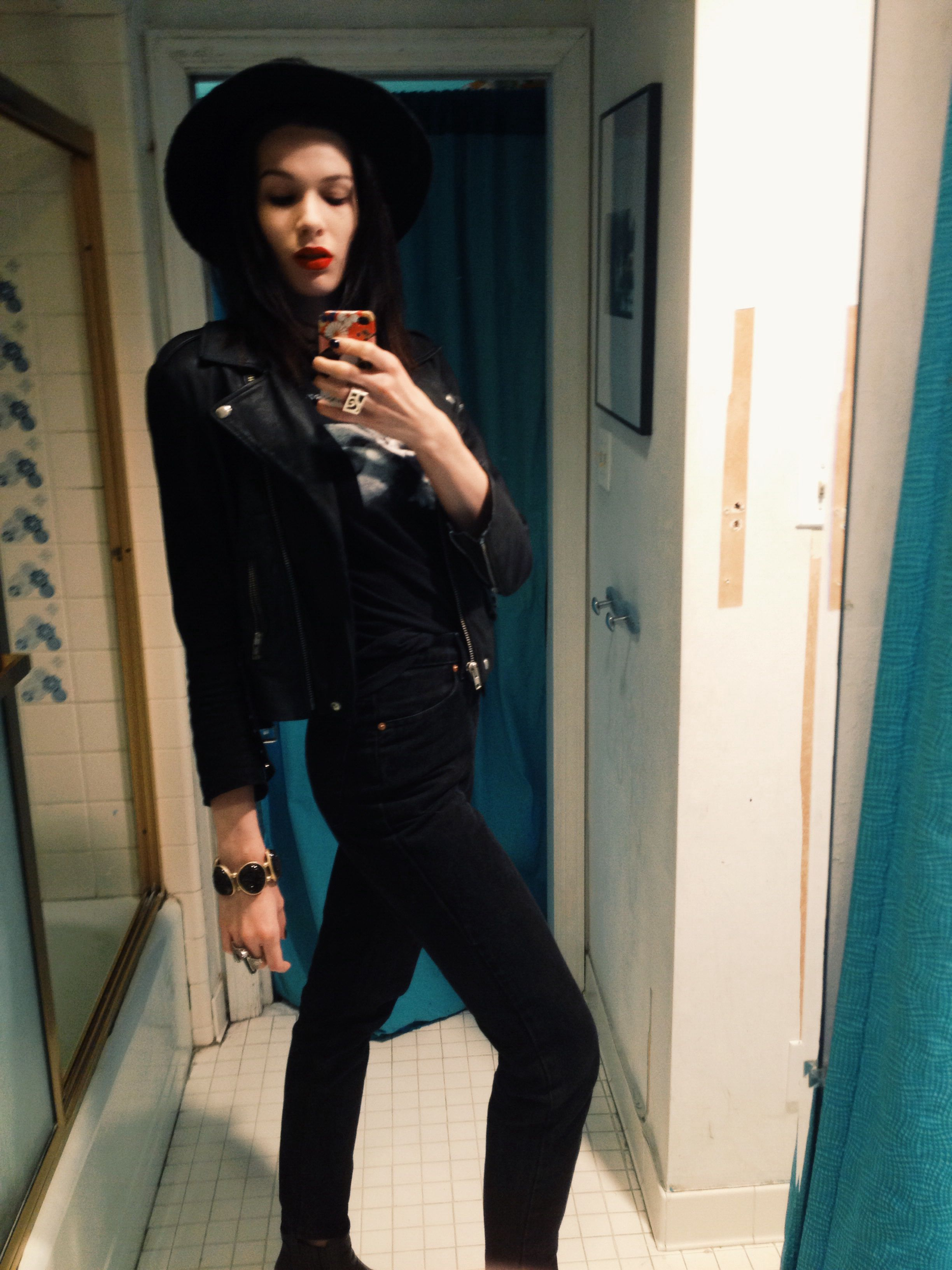 Soft Grunge Summer Outfits: Winona Ryder 90s Goth Vibes