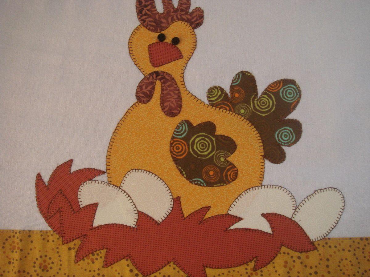 patch aplique de galinha chocando ovos bordado em ponto caseado