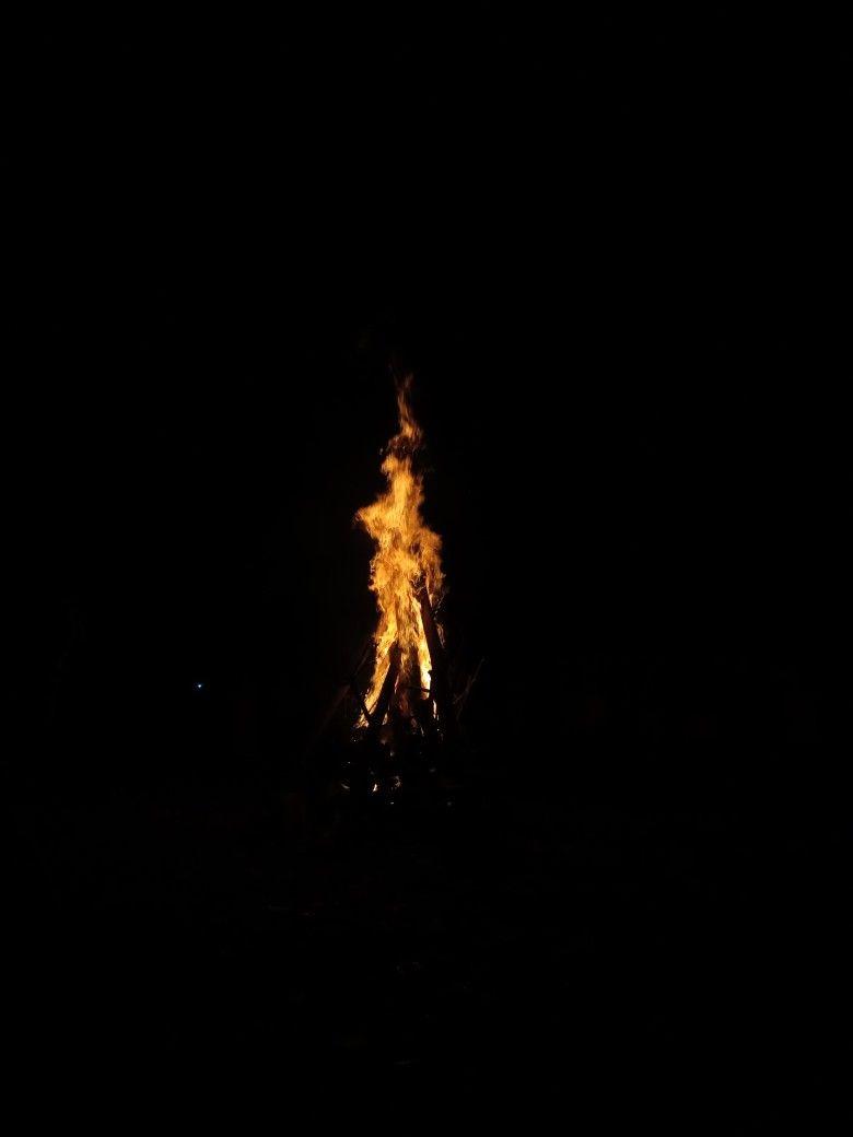 Semoga Aku Dan Kamu Tak Seperti Api Unggun Ini Yang Hanya