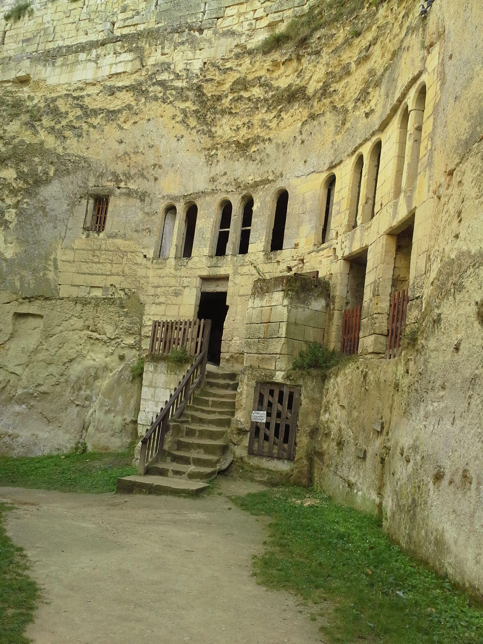 Chateau de breze loire valley france troglodyte caves for Architecture troglodyte