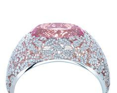 Tiffany brazalete con un conjunto morganita óvalo de diamantes y platino, de la Colección 2013 Blue Book