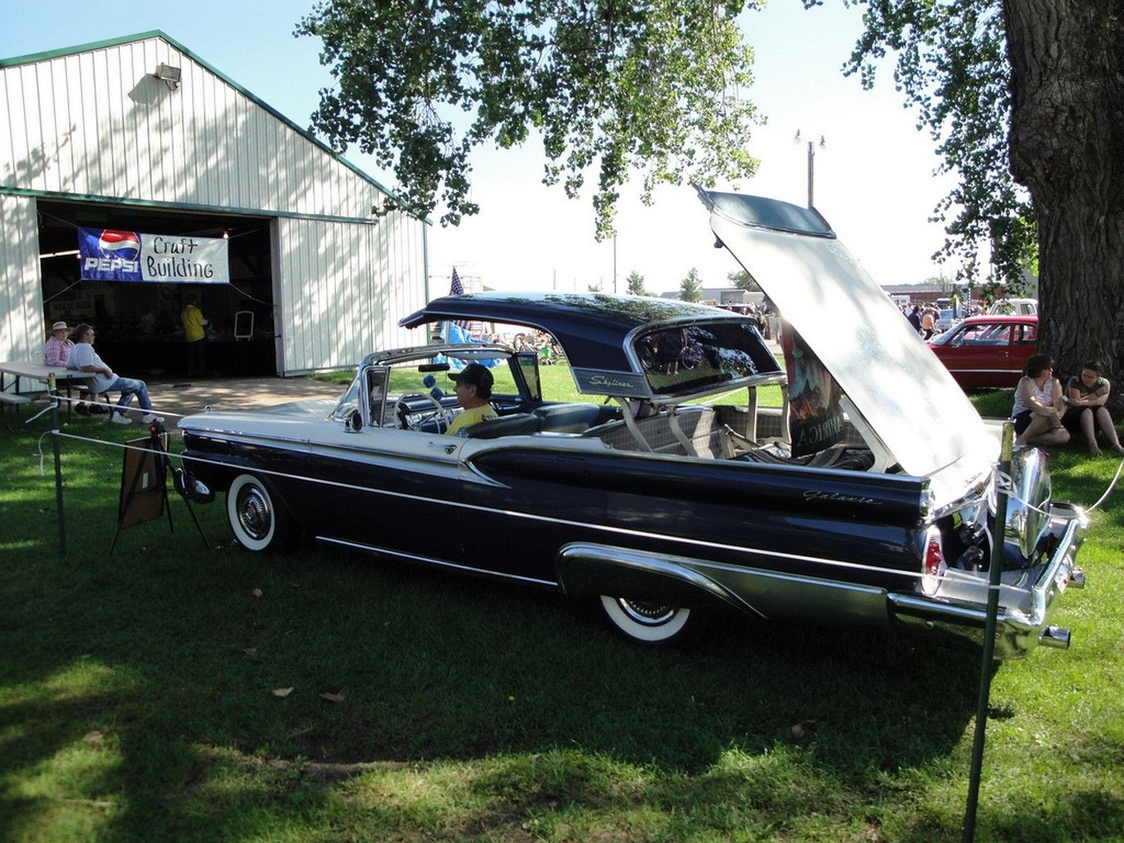 1959 - Ford Fairlane 500 Galaxie Skyliner - side