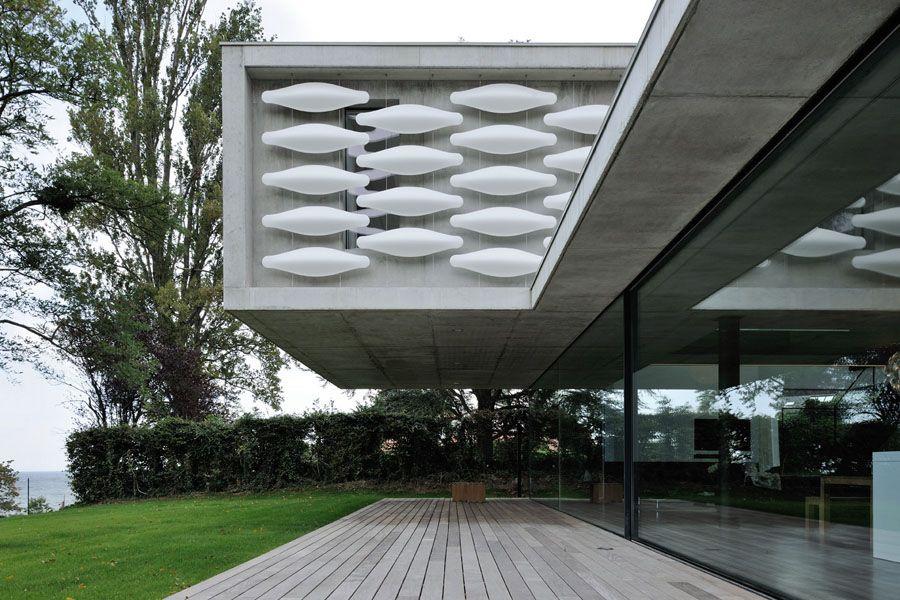 Architecture contemporaine grands vitrages maison au bord du lac leman a evian les bains haute for Architecture contemporaine
