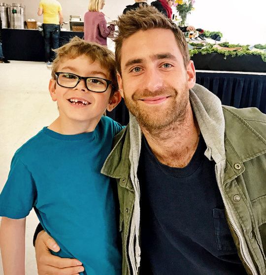 Julian Hilliard Oliver Jackson Cohen As Luke Crain In The Haunting Of Hill House Bts In 2020 House On A Hill Oliver Jackson Cohen House On Haunted Hill