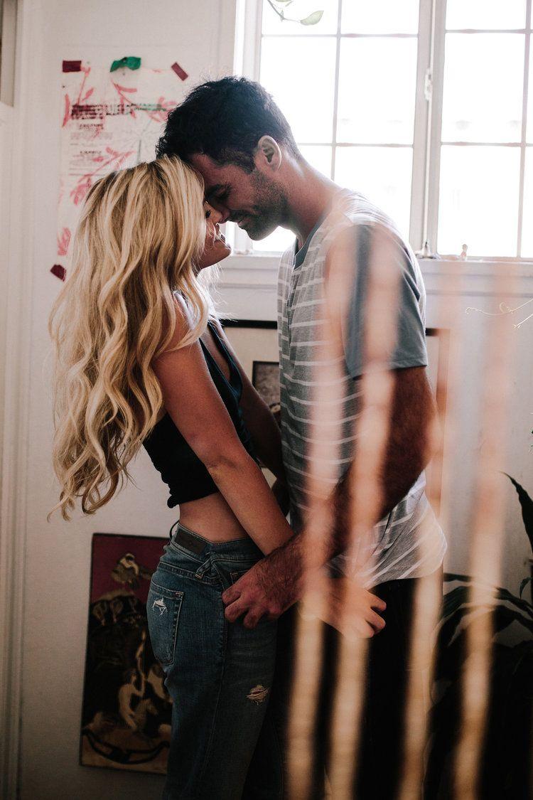 """"""" Não pensei que podeis alterar o rumo do amor, pois o amor, se vos achar dignos, dirigirá seu curso """" (Khalil Gibran )"""
