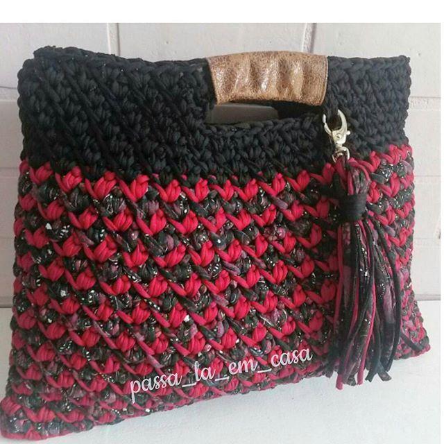Gostei demais!!!😍 #crochetlove #crochet #crocheteiras  #crocheaddict #craft #bolsadefiodemalha  #bolsadecroche #bolsotrapillo #crocheterapia #trapillo#yarn #knit #knittingbag  #totora #euamocroche #handmade #feitoamao #euquefiz #fiodemalha #trapillo #crochê  #craft #häkeln #örgü  #كروشيه #virka #вязание  #كروشية
