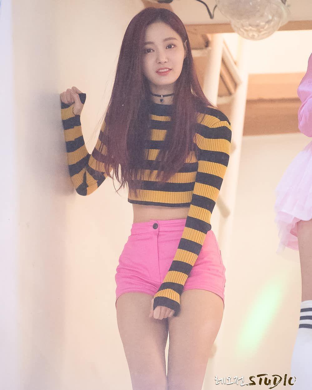 Ultleedabin On Instagram 2018 Yeonwoo Leedabin Momoland Kpop Korean Girl Women Korean Idol