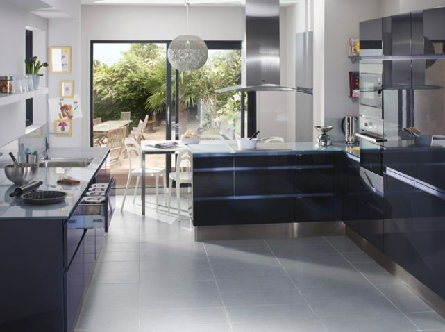 cuisine laquee bleue marine escalier d coration bord de. Black Bedroom Furniture Sets. Home Design Ideas
