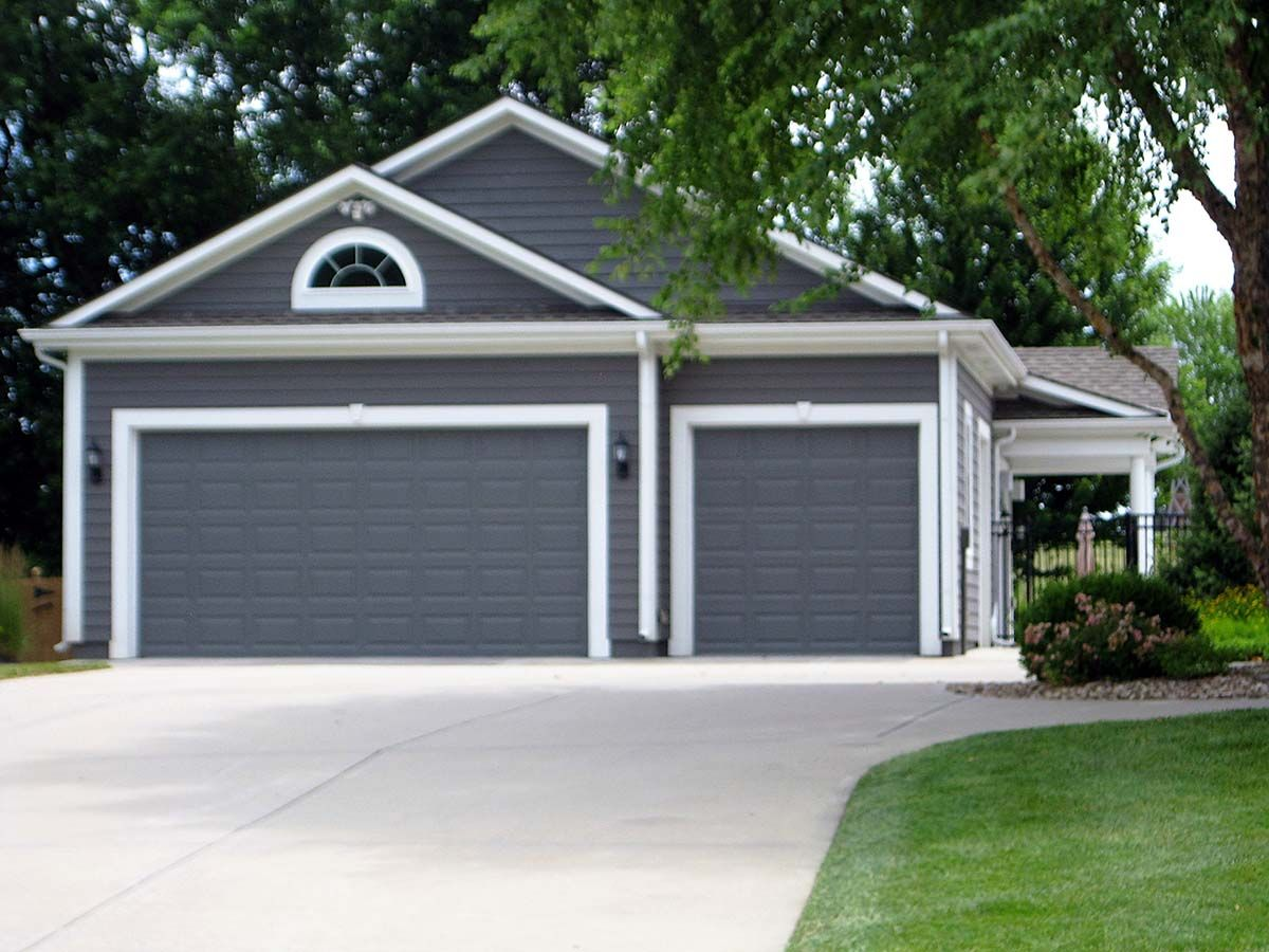 Traditional Style 3 Car Garage Plan Number 60678 Three Car Garage Three Car Garage Plans Garage Plan