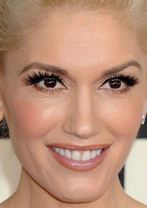 Close-up of Gwen Stefani at the 2015 Grammy Awards. http://beautyeditor.ca/2015/02/10/grammys-2015