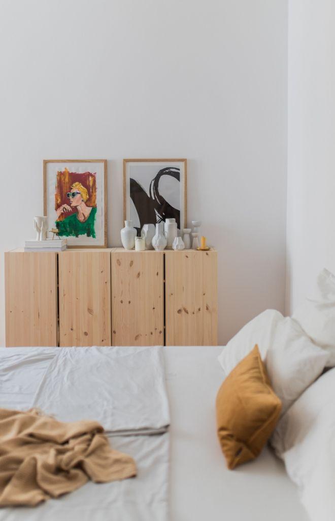 Ikea Ivar Anrichte mit Vasen und Bildern | Wohnung in 2019 ...