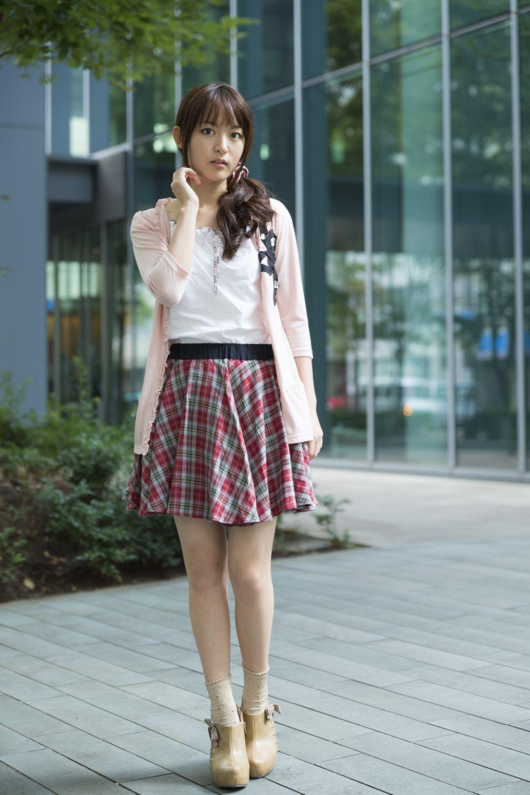 ミニスカート姿の小松未可子さん
