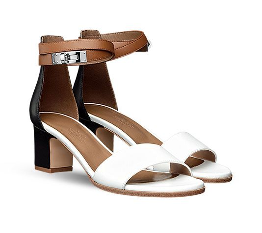 Manège Hermes ladies  sandal in calfskin, Kelly closure in palladium plated  metal, leather sole, hazelnut lining and 2.2