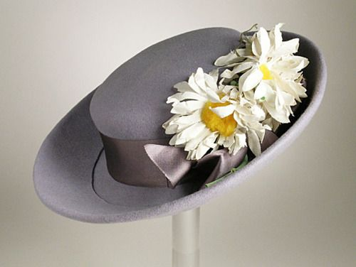 1939 Sally Victor Hat, via The Los Angeles County Museum of Art.