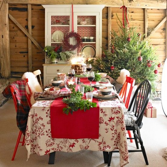 Christmas Dining Room With Print Tablecloth And Seasonal Foliage Extraordinary Dining Room Tablecloths 2018