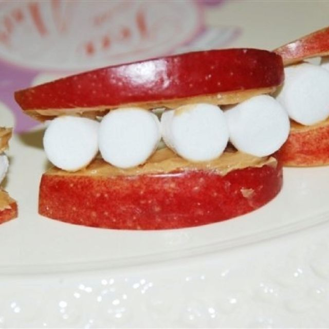 Cheshire Cat Smiles apple slices, peanut butter & marshmallow...so easy and so cute! Healthy too!:)