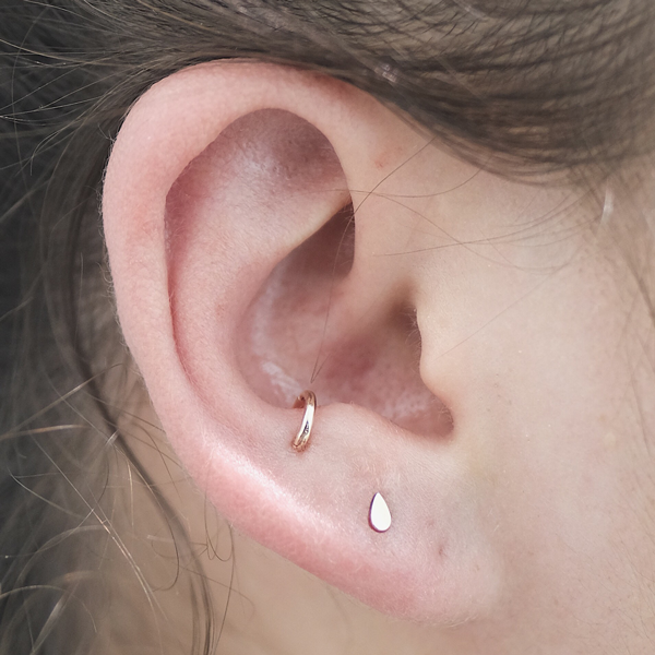 The Coolest Piercings New York Girls Are Getting Right Now ... Ear Piercings Anti Tragus