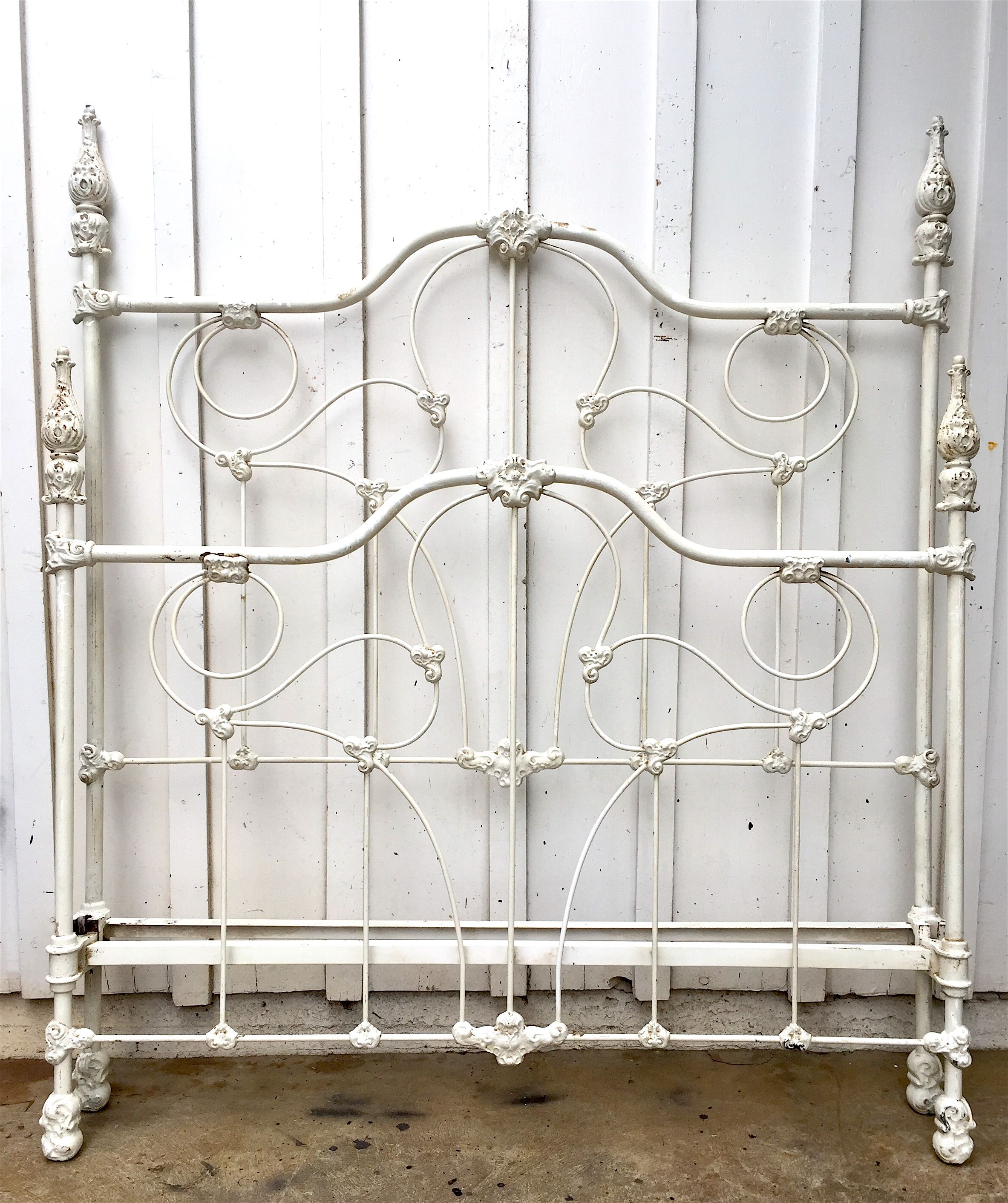 Original Four Poster Beds Like This One From The Mid 1800s Have Become One Of The More Difficult And Popular Ir Iron Bed Painted Iron Beds Wrought Iron Beds