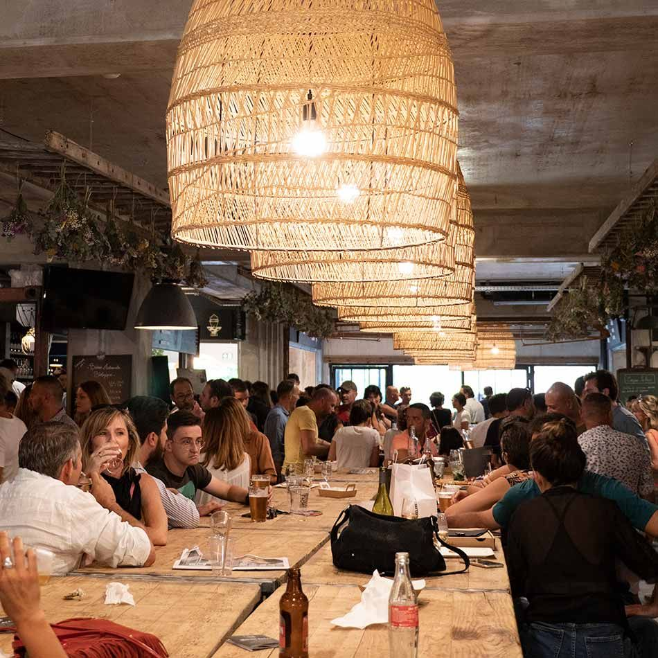 Les HALLES DU LEZ // Food Court à Montpellier, plus de 30