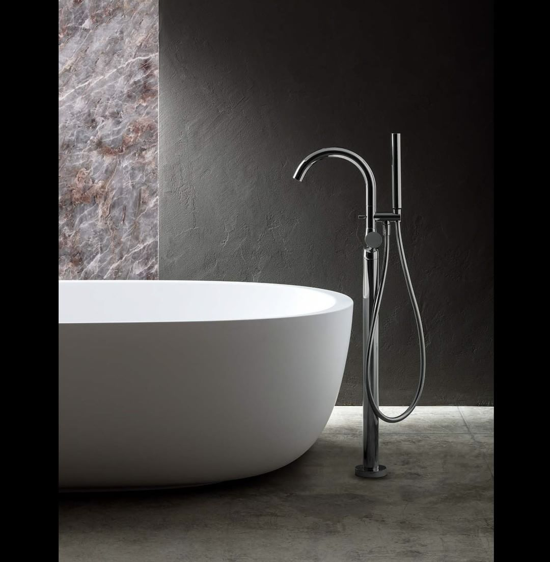 Collections 48  Nostromo Collection: floor-mount bathtub mixer, handle, SUN handshower, handshower holder - Chrome.  Design: Davide Mercatali (@davidemercatali)    #fantini #fratellifantini #floormountbathtub #bathtub #handshower #chrome #cromo #italia #i