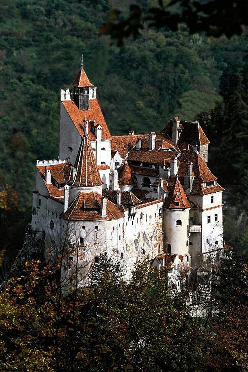 Die Ursprunge Von Draculas Schloss Hinter Dem Mythos Haus Styling Schloss Bran Mittelalterliche Burg Burgen Und Schlosser