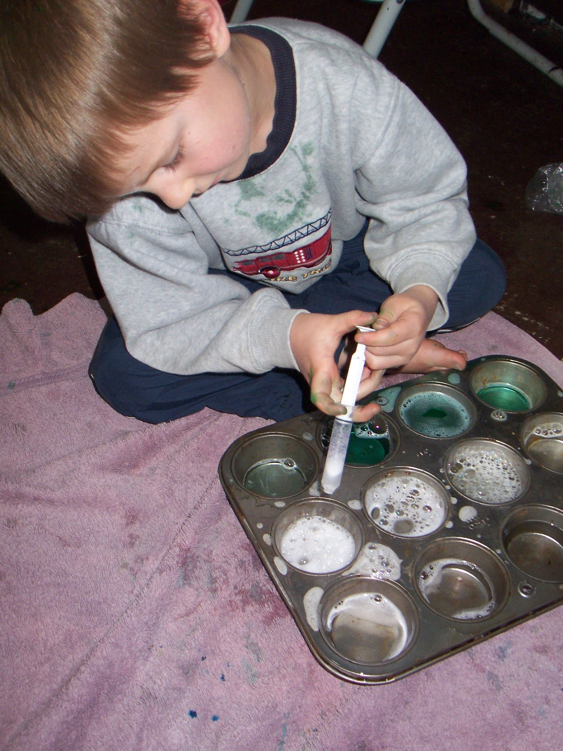 Discovering green with water play preschool color