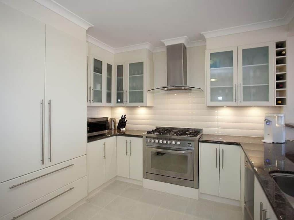 23 amazing u shaped kitchen remodel ideas in 2020 with images white kitchen remodeling u on kitchen ideas u shaped id=63292