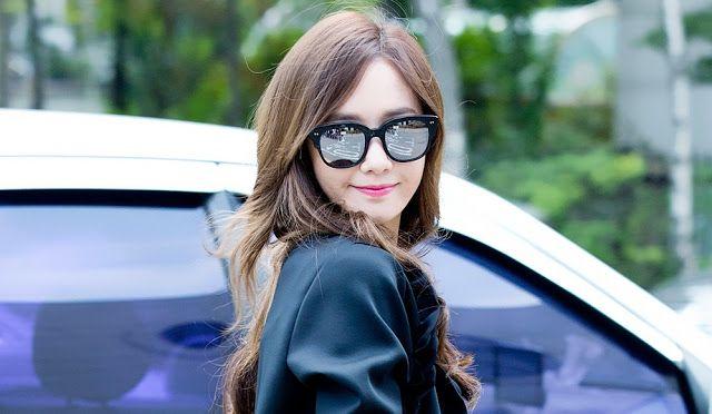 Girls' Generation's Yoonas Music Bank Commute Style [More Image] >> http://kpopselfie.blogspot.com/2015/09/girls-generations-yoonas-music-bank.html