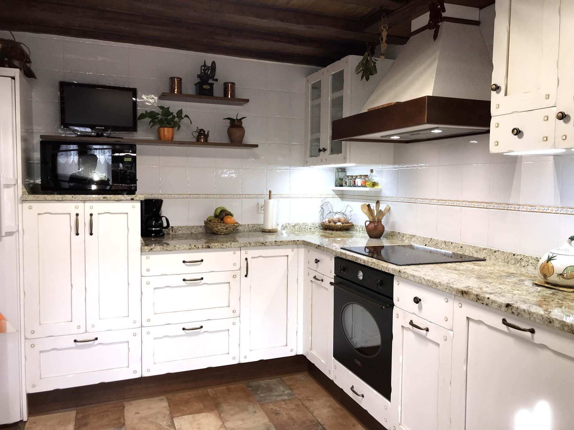COCINA EN MADERA DE ROBLE MODELO CASTILLA Se trata de una cocina que ...