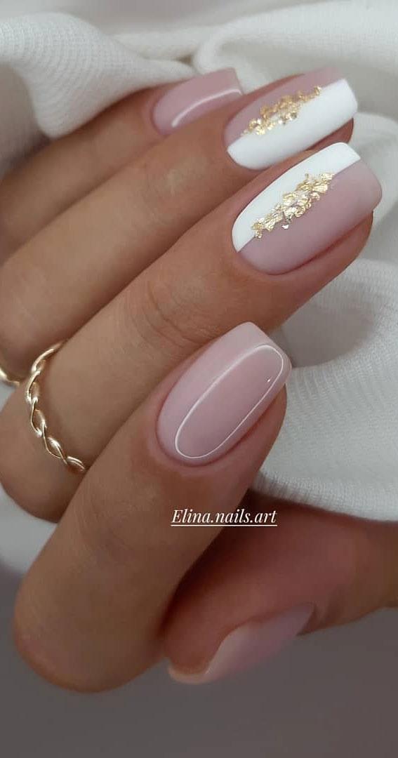 48 diseños de uñas más bonitos para inspirarte: mitad blanco, mitad rosa desnudo  – Boda fotos