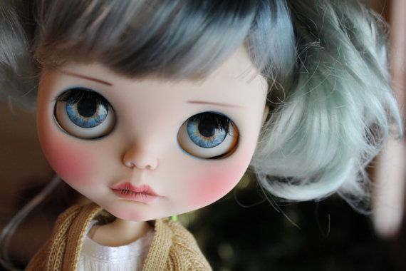 Reserve please do not buy if you are not Amber <3 thank you ! 200 euro deposit receved on 7-jan Dolly custom n52 Base doll is a Blythe Prima