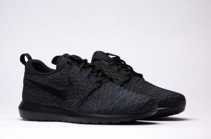 Nike Roshe Run Flyknit Black