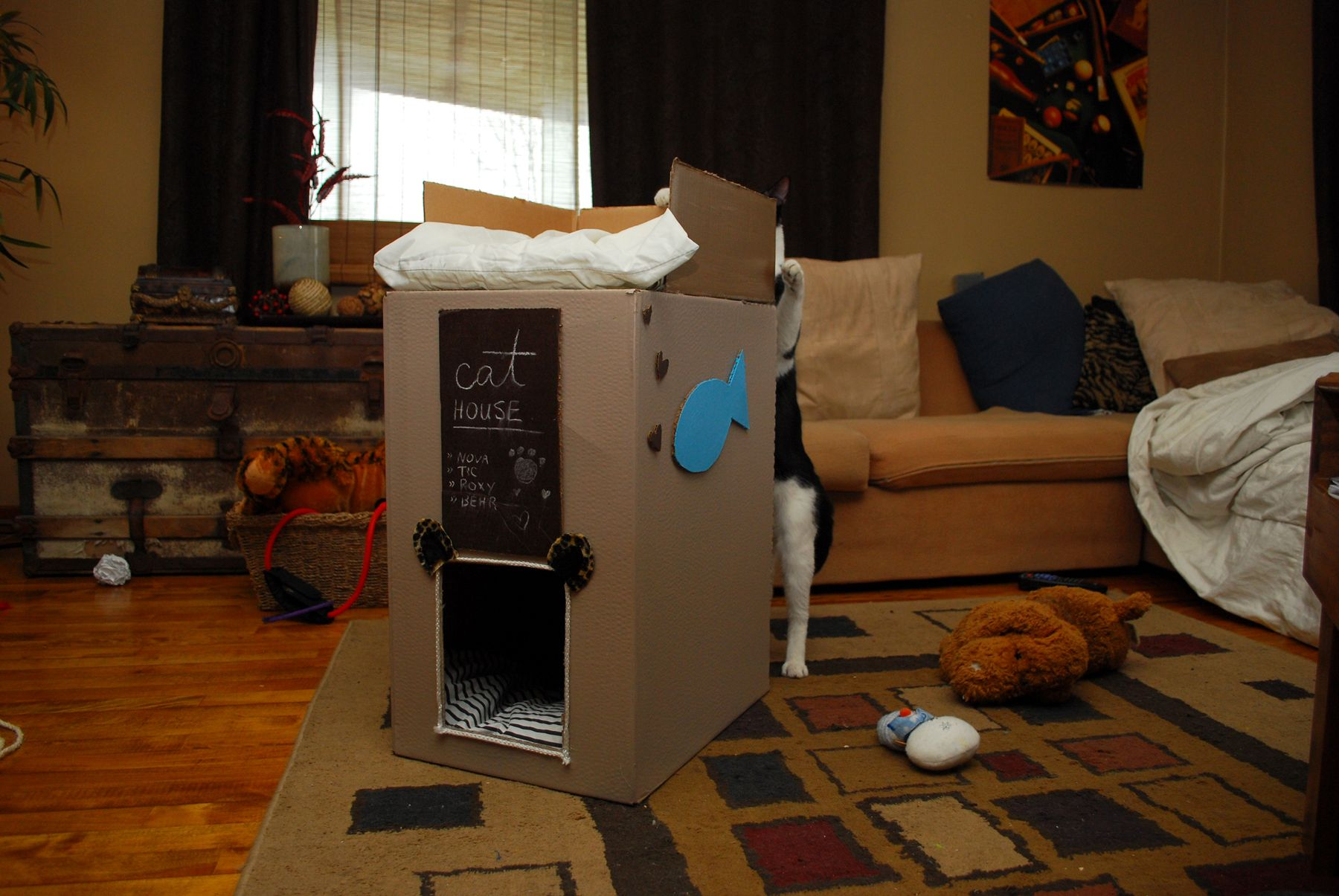 Cat house made from a cardboard box diy cat tree