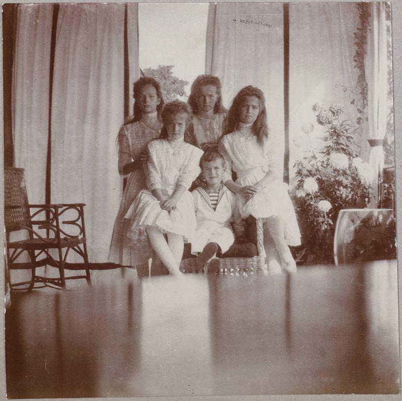 Редкие фотографии из повседневной жизни последнего поколения российской царской семьи