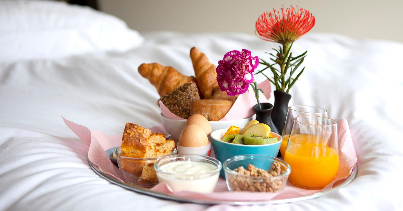 gezond ontbijt op bed