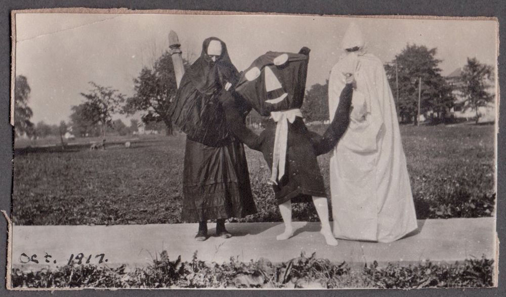 VINTAGE 1917 HALLOWEEN BLACK CAT GHOST REAPER OLD HOLLOWEEN SCARY COSTUMES PHOTO