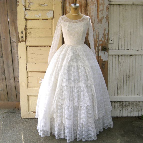 Stunning 50s Vintage Wedding Dress In White Lace With