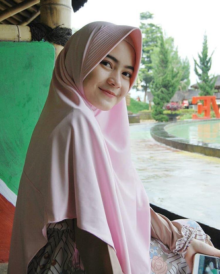 Beautiful Malaysian Girls #1 (Hijab) - YouTube