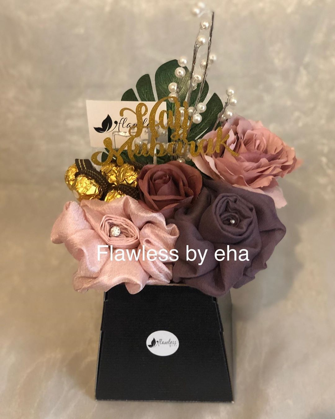A Elegant 2 Hijab Bouquet Made Up Of A Mauve Viscose And A Soft Pink Silk Hijab Adorned With Flowers Accessories And Ferrero Rocher Chocolates Bunga Buket Ide