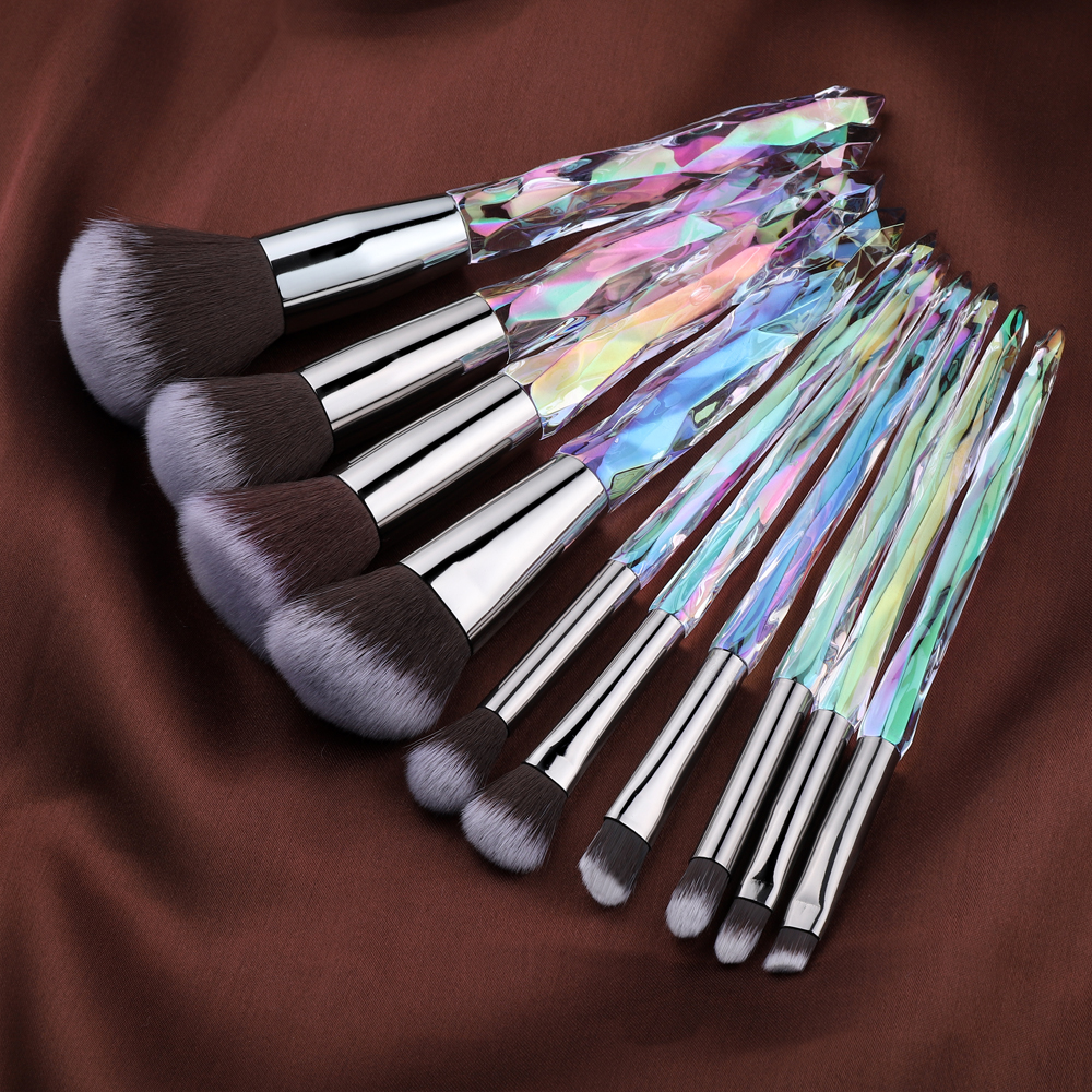 Cosmetic makeup brush set is on very reasonable price. Few