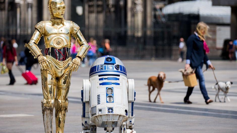 """C-3PO (links) und R2D2 aus den Filmen """"Star Wars"""""""