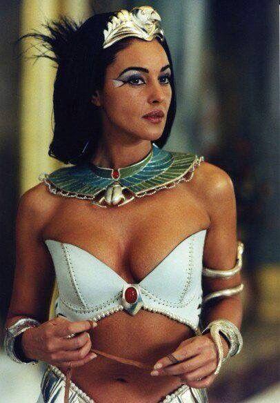 Monica Bellucci As Cleopatra Selebritas