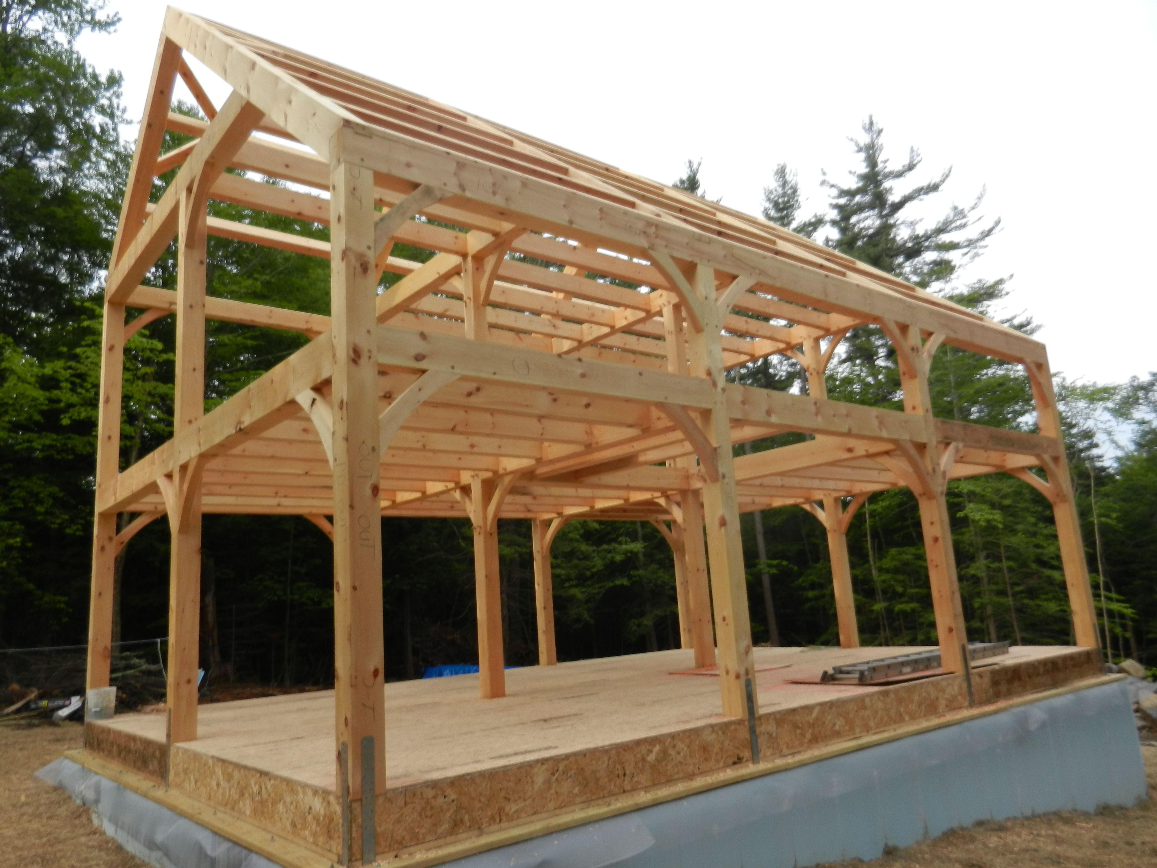 Eastern White Pine Frame In Ashfield Hardwick Post Beam Saltbox Houses Post And Beam House Exterior