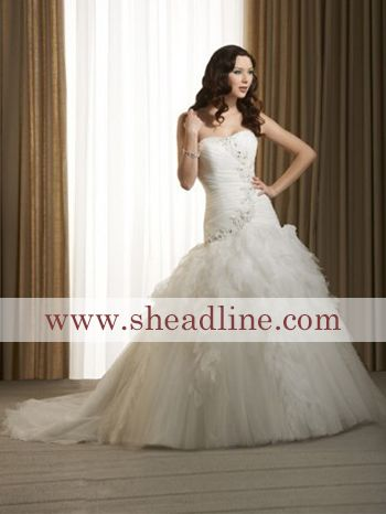 I would love a dress like this simple, has lace but still modest #DemDebate #askcamila   www.sheadine.com  http://www.sheadline.com/wedding-events/wedding-wedding-party/wedding-dresses/luxury-wedding-dresses.html