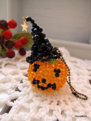 魔女の帽子を拝借しました!ハロウィンかぼちゃ君の大きめストラップ。ぶら下げて持ち歩くより机上に飾っておくのも可愛い。使用したビーズは主にソロバン型のカットガラ...|ハンドメイド、手作り、手仕事品の通販・販売・購入ならCreema。