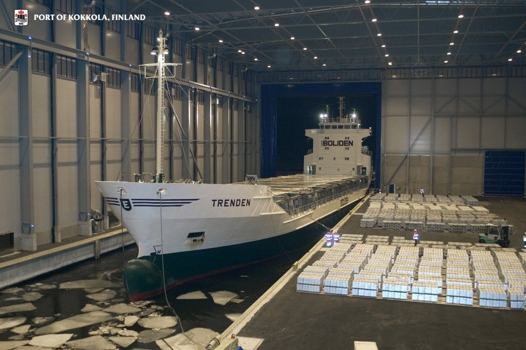 Trenden ship in the port of Kokkola all-weather terminal. - Finland
